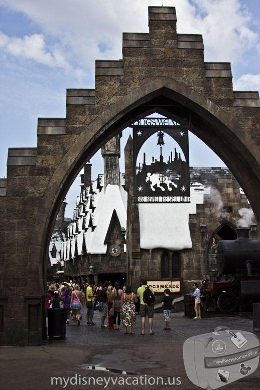 Wizarding World of Harry Potter – Entering Hogsmead