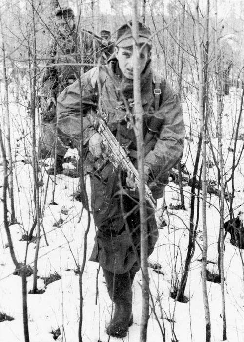 Gebirgsjägers ( Mountain Troops) with StG 44-