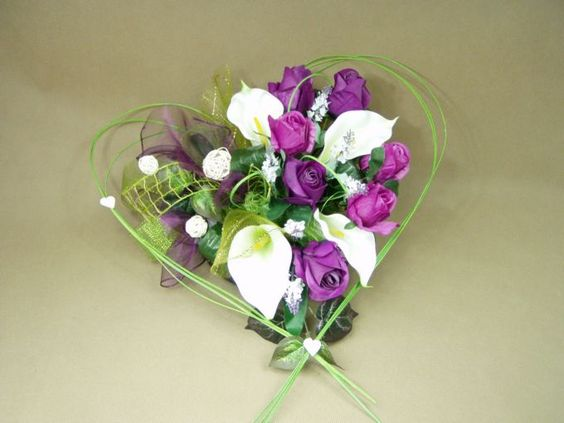 KALIE białe RÓŻE fiolet SERCE 662.5 stroik na grób + BUKIET KOMPLET Kompozycje kwiatowe Marko604