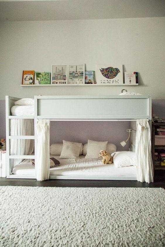 Chambre d'Alice, chez Florence Mars. lit Ikea repeint