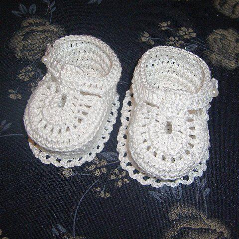 Gifts for newborn: snow booties crochet tutorial ~
