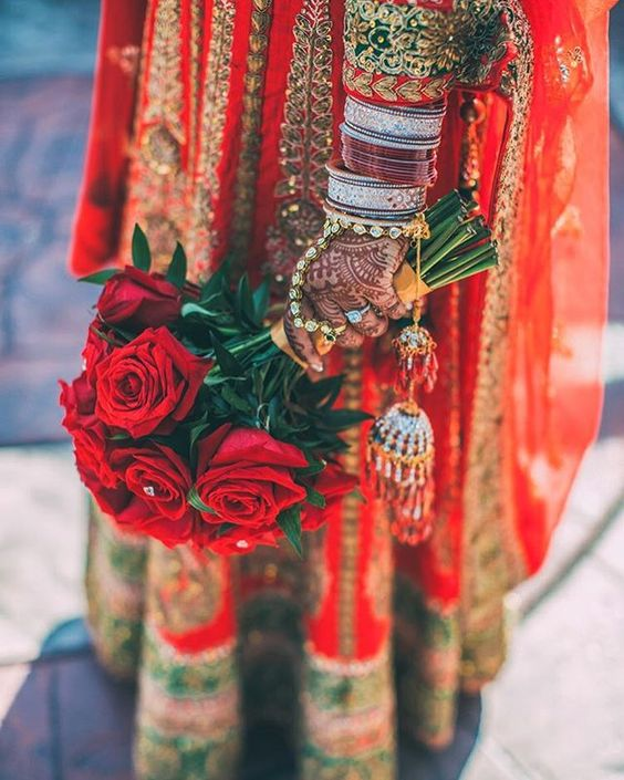 🌹🌹🌹 Photography: @photokitch  Bouquet: @elegantbouquets  Henna: Henna by Shikha #indian_wedding_inspiration