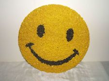 VINTAGE 1970's PLASTIC POPCORN SMILEY FACE WALL DECORATION