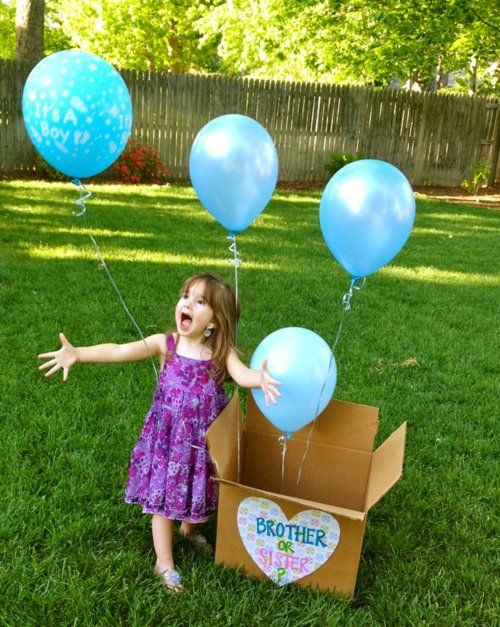 This is a cute idea. Have to be ready with the camera to capture the moment. Oh, and keep back-up balloons..just in case....: Baby Announcement, Cute Ideas, Gender Reveal, Pregnancy Announcement, Reveal Idea, Photo Idea, Older Sibling