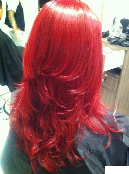Coloration rouge clair sur longs cheveux dégradés