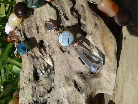 Particolare degli orecchini pietre dure#cristalli#rame