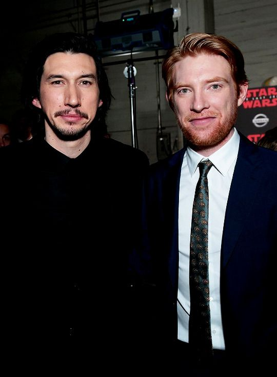 Kylux Adam Driver And Domhnall Gleeson Attend The Star Wars The Last Jedi Premiere In Los Angeles On December 9th Adam Driver Domhnall Gleeson Movie Stars