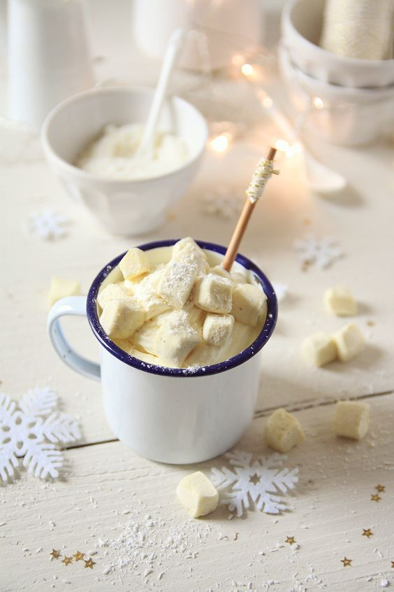 Chocolat chaud, chantilly coco et guimauves: