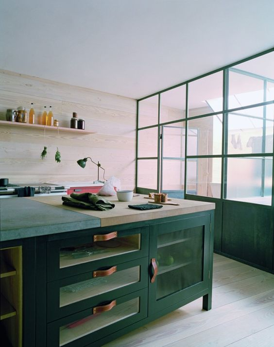 Plain english beautiful islands and workshop for Plain english cupboards