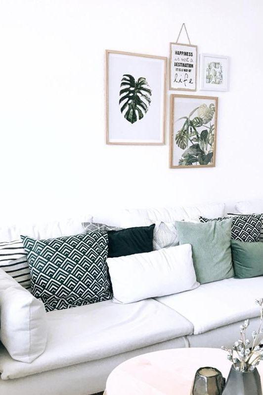 Ab Auf Die Couch Dekoriert Mit Vielen Kissen Im Mustermix Nach