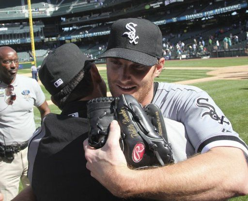 WHITE SOX HURLER HUMBER THROWS RARE PERFECT GAME