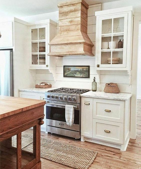12 Inspiring Modern Farmhouse Designs For The Perfect Kitchen White Farmhouse Kitchens Farmhouse Kitchen Design Modern Farmhouse Kitchens