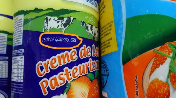 As diferenças entre os cremes de leite vão além da aparência da embalagem e do processamento.Existe creme de leite de caixinha (ou UHT), creme de leite de lata, creme de leite fresco. Oteor de gordura entre eles é uma das diferenças que chama a atenção e é sobre essa diferença que escrevo abaixo.  Creme …