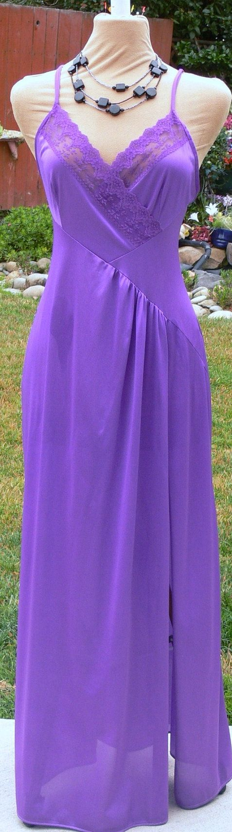 Purple long night gown size med