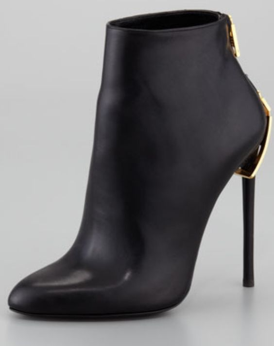 Julianne's black pointed toe ankle boots. Gabriels Inferno By Sylvain Reynard