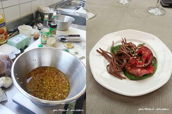 tataki de boeuf (carpaccio à la japonaise) PREP : saisir une grosse pièce de boeuf  dans une poêle sur feu vif, jusqu'à ce que toutes les faces soient bien dorées. Le plonger immédiatement dans un bain d'eau glacée pour stopper la cuisson. Après un temps de repos, on tranche la viande avec un couteau bien aiguisé, pour obtenir un carpaccio un peu rustique Relever à la derniere minute avec une vinaigrette pêchue, à base de sauce soja, vinaigre de riz, huile de sésame, gingembre, ail et…