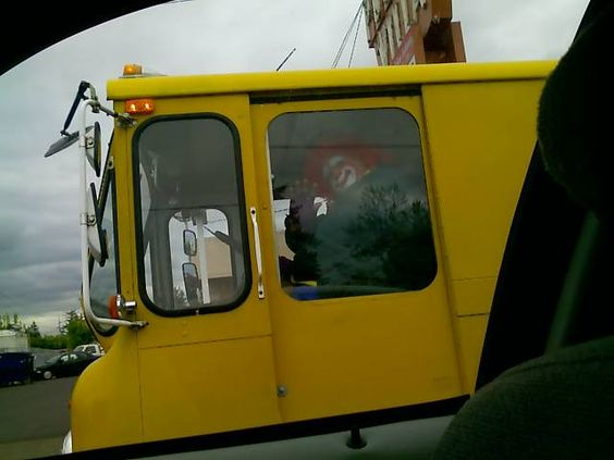 driving to work, minding my own businiaaaaaagggggghhh :)))