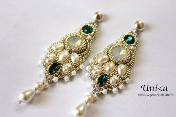 Bead embroidery bridal earrings por UnikaByAndra en Etsy