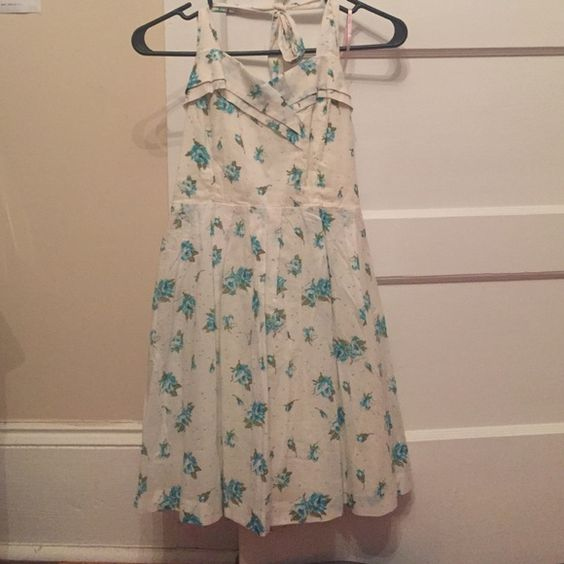 White and blue floral Forever 21 halter dress NWT but taken in a little on sides//can be easily let back out Forever 21 Dresses Mini