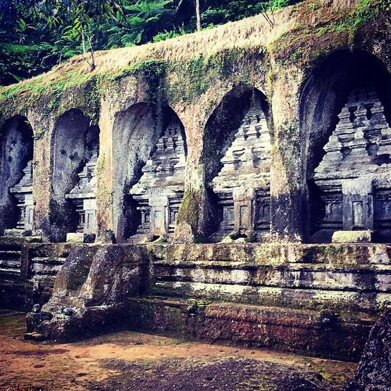 Stuck in another tropical rain while temple hopping #bali #temple #gunungkawai