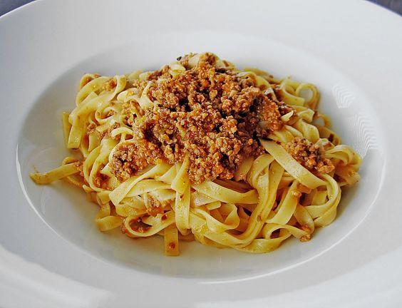Ragù alla bolognese - Ragù classico, ein leckeres Rezept aus der Kategorie Rind. Bewertungen: 55. Durchschnitt: Ø 4,5.