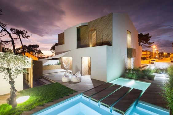 Portuguese Home Delivering a Soothing Beachside Ambiance: SilverWoodHouse - http://freshome.com/2015/03/18/portuguese-home-delivering-a-soothing-beachside-ambiance-silverwoodhouse/