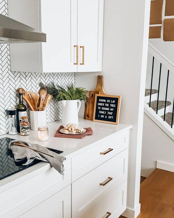 White kitchen and cozy home decor