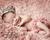 cutest baby girl announcement picture in the world. I must find that baby crown