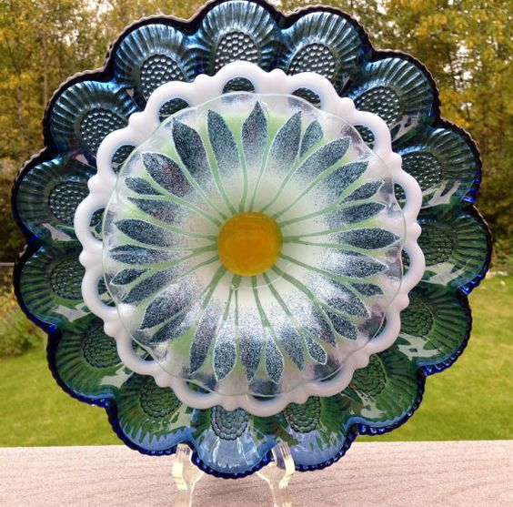 Repurposed vintage glass plate suncatcher outdoor yard for Garden art from old dishes