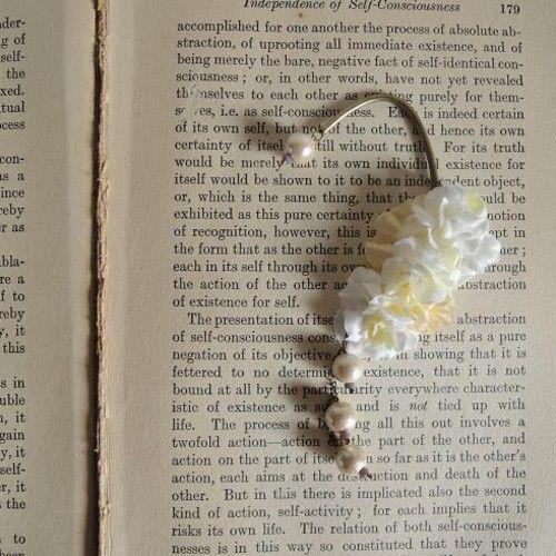 小花とコットンパールのイヤーカフ (ホワイト)