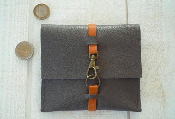 Avec des chutes de cuir, on se fait un porte-monnaie hyper facile à réaliser ! Vous pouvez le coordonner à votre sac ou l'offrir... Il vous faut 13 x 30 cm