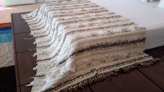 Marocain mariage 93 « x 48 » blanket décoration laine / marocaine / Handira mariage blanke78 par MoroccanTribal sur Etsy https://www.etsy.com/fr/listing/204092031/marocain-mariage-93-x-48-blanket