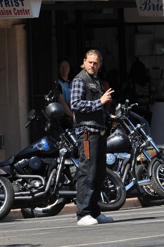 Charlie Hunnam Flashes A Smile On The Set Of 'Sons Of Anarchy' - Socialite Life