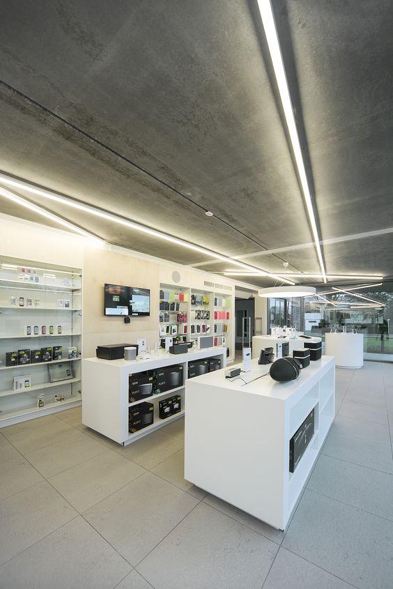 SWITCH Apple store St-Martens-Latem #DARK CANDYBAR's white concept #Apple  #Switch | CANDYBAR DARK | Pinterest | Store, Store design and Showroom
