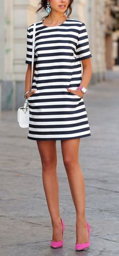 Street fashion | Striped mini dress, pink heels and a purse