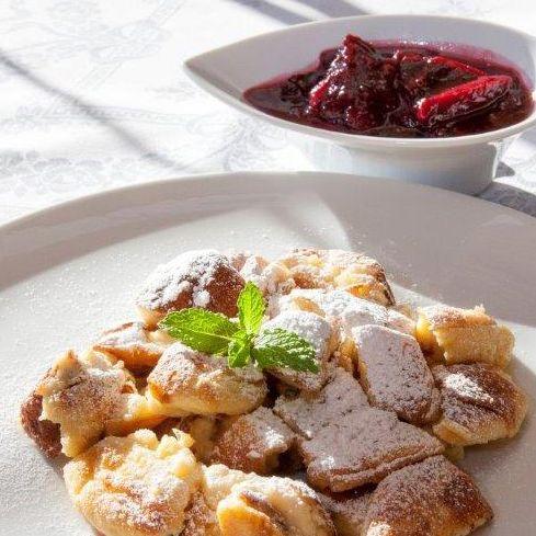 Topfenkaiserschmarrn Mit Zwetschgenroster Rezept Rezepte Zwetschgenroster Osterreich Essen