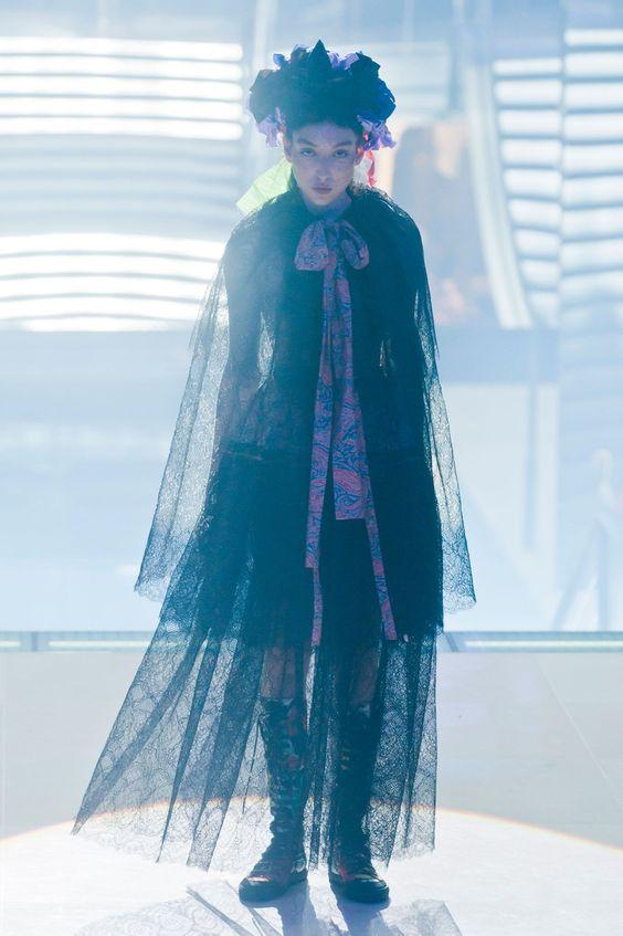 Défile Vivienne Westwood Prêt-à-porter Printemps-été 2014 - Look 2