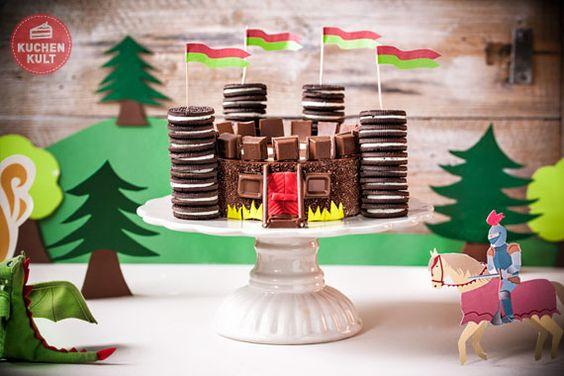 Höret, höret edle Rittersleute und tapfere Burgfräulein: Wir feiern ein zünftiges Kindergeburtstags-Ritterfest und laden zur Tafelrunde mit Burg-Torte und Schokoladen-Cupcakes!