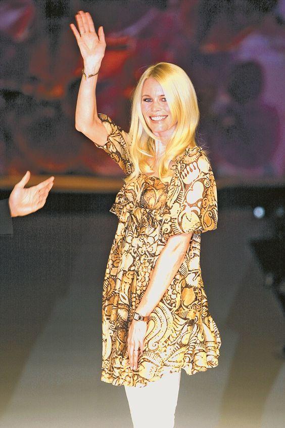 17-Fashion-fest-primavera-verano-2007-claudia-schiffer