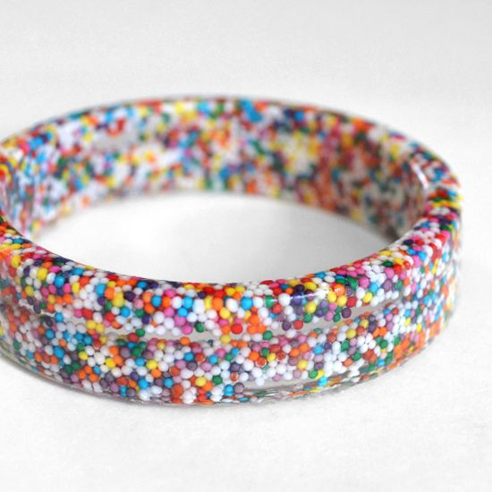 Sprinkles Resin Bangles – Oh My! OK I want to do this but I need more info on how to pour the resin well: