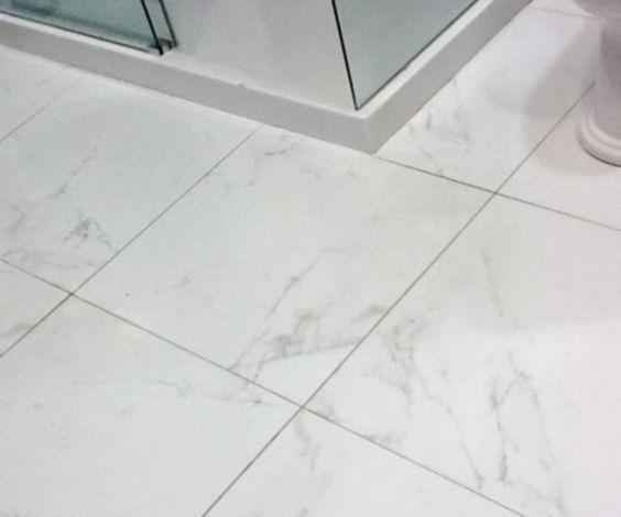 Porcelain floor tiles porcelanosa marmol carrara blanco for Marmol blanco carrara