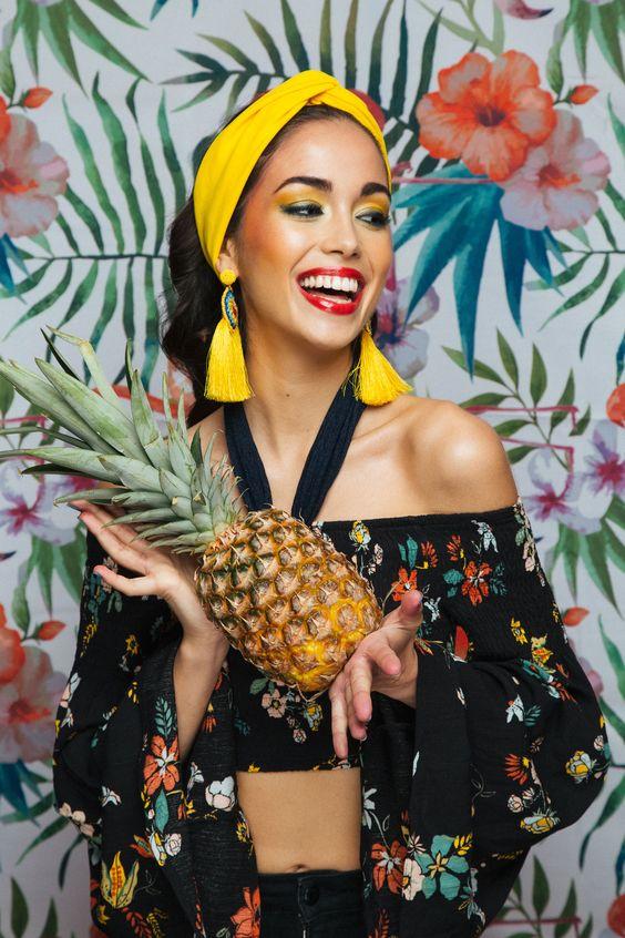 Model: Angela Gonzalez @2mmodel Photographer: Isabella Fresia #isabellafresia Makeup Artist: Stefania Mercuri #StefaniaMercuri Set Assistant: Sebastian Kamilaris #SebastianKamilaris #tropical #colors #makeup #yellowmakeup #tropicaleditorial #ananas