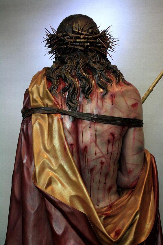 Ele levou sobre si as nossas dores...
