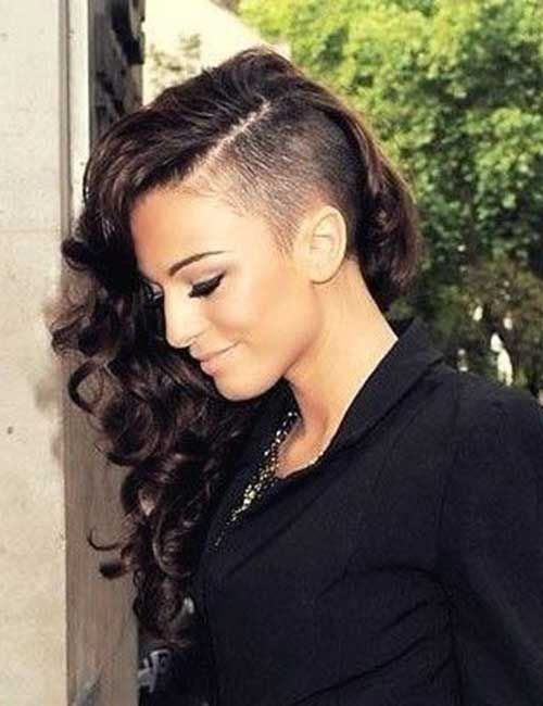 30 Super Frisuren Fur Langes Lockiges Haar Neue Besten Frisur Edgy Long Hair Long Hair Shaved Sides Shaved Side Hairstyles