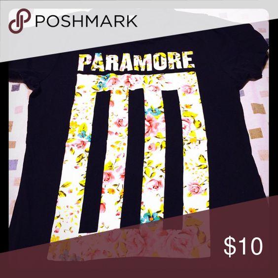 Paramore t-shirt Nice thin light paramore tshirt  goes great with jeans ! Tops Tees - Short Sleeve