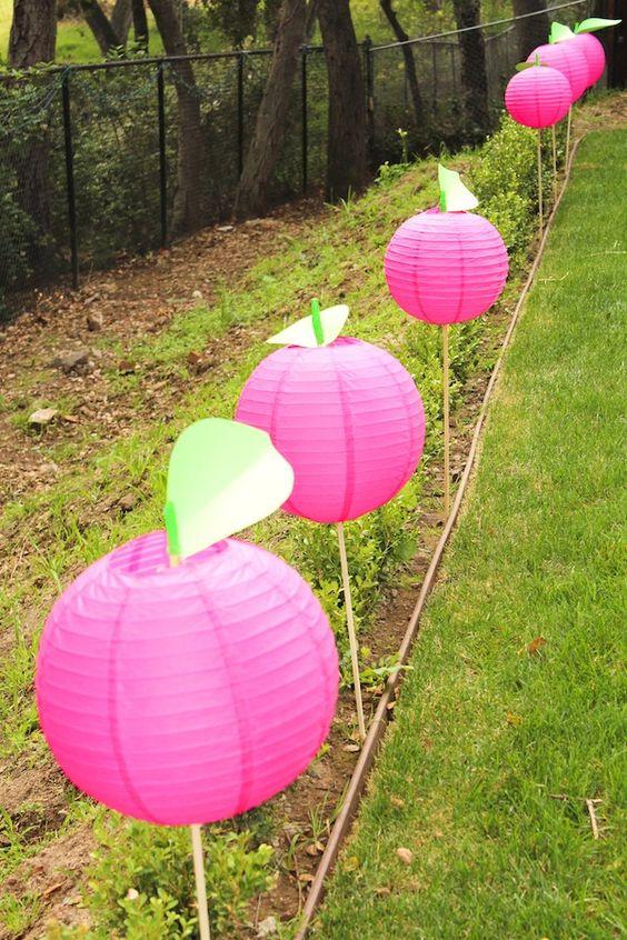 Lanternas japonesas indicam o caminho