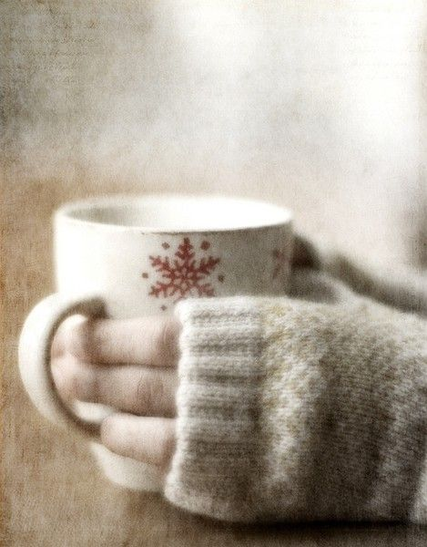 Warm hand warmers with hot cocoa