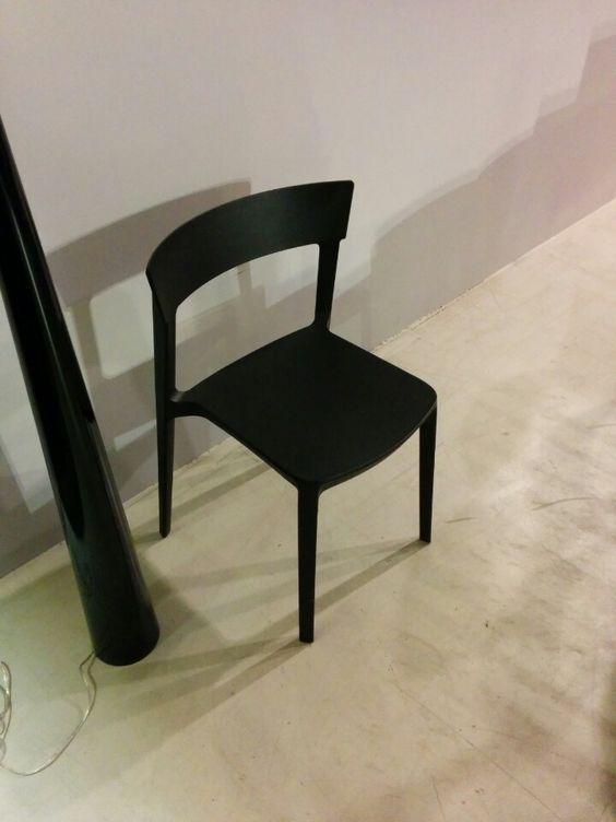 black chair - kunststof designstoel zwart