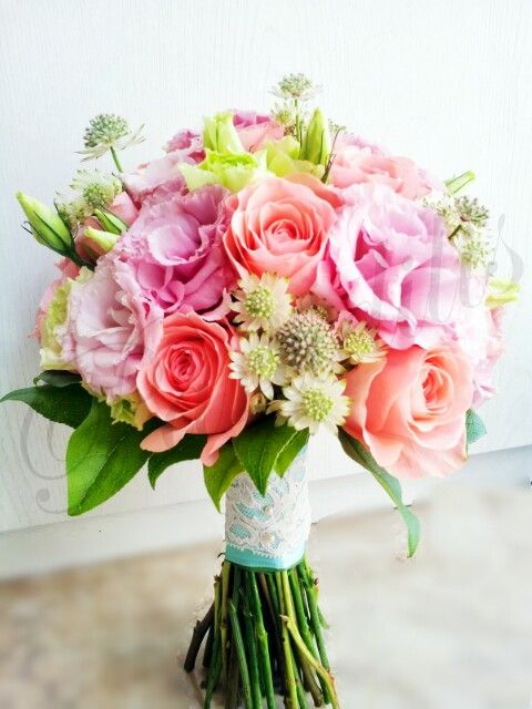 American royal romantic rose with eustoma