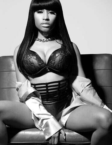 Nicki minaj black & white lingrie pic
